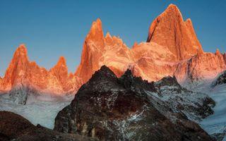 trekking sunrise patagonia nikonphotography nikond90 nikon mountfitzroy mountains hikingadventures hiking fitzroy elchaltén cerrotorre argentina