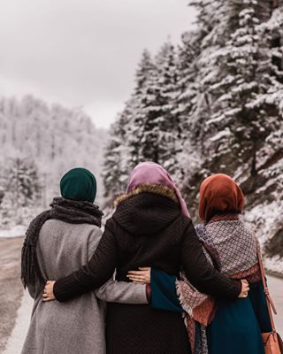 road girls winter three friends trip hijab love