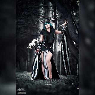 ragnarokonline unholy selfmade dark costume 2016 cosplay shooting model snowgrimm horns comiccon dress beauty comicconaustria mage magical fantasycosplay blackdress darkcosplay linz