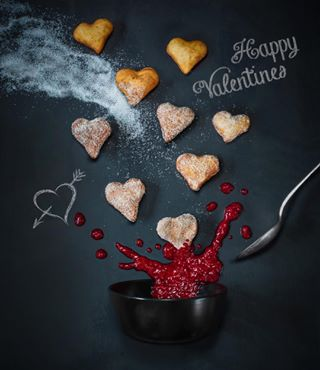 lovelyday liebefeld zuckersüss sugarhearts love foodblogger foodphoto foodlover bemyvalentine splash cinammon sugar flyinghearts raspberriesjam lovelyhearts foodphotography valentinesday liebe sweetdreams nocommercial ichliebefoodblogs krapfen valentinstag sagesmitliebe hefe liveisintheair