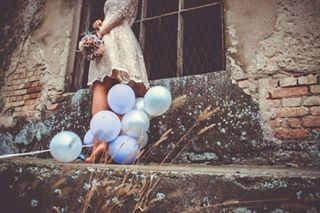 flower contrast decembar instagrid weddingphotography weddingdress photo weddingphotoshoot flowers weddingphoto canon ❤ architecture lace bestfriend photogrid canonphotography wedding joy decemberwedding happiness balloons december ljubav photography love loveindecember winterwedding weddingphotographer photoshooting