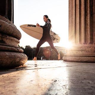 weltstadtmitherz meinmuenchen surffashion earlybird königsplatzmünchen youngwomanoldwalls magicmorning königsplatz fashionshoot urbansurfing munichsurfers earlylight oldwalls sunrise surfcity morningmood surfergirl mymunich surflifestyle