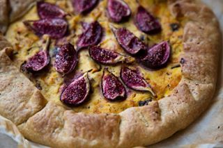 pumpkin figs visualdiaryofaphotographer savorytart foodphotography mouthwatering