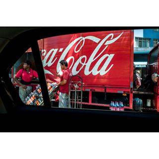 sodadrink leica lensculturestreet leicabrasil soda truck streetphotography car window leicaq delivery drink apfmagazine coca brasil burnmagazine lensculture riodejaneiro smazphoto leicaswitzerland oscariocas cocacola brazil spi_colour smaz domsmaz streetphoto cola