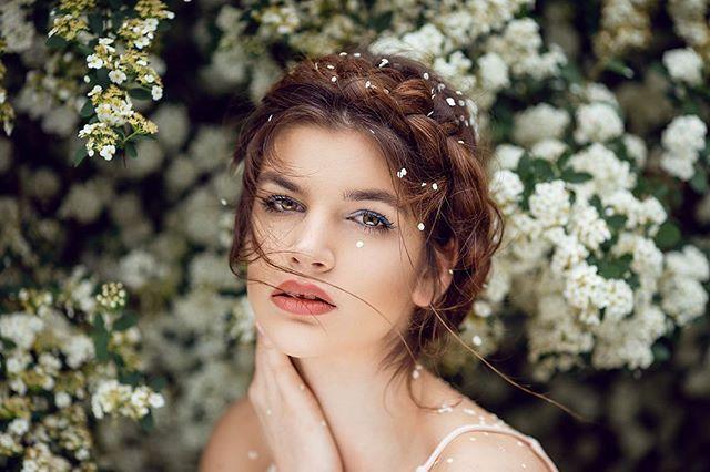 beautiful bridalhair hairstyles munich photographer photography portrait portraitphotography spring sprinportrait white