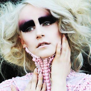 laphotographer frenchieinla beauty beautyshot avantgarde greeneyes losangelesphotographer