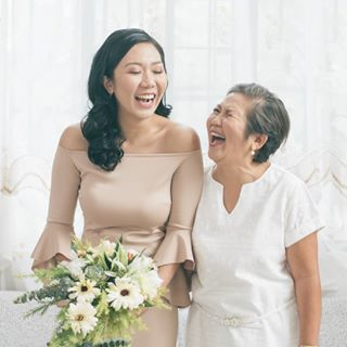 love laughter motherdaughter wedding