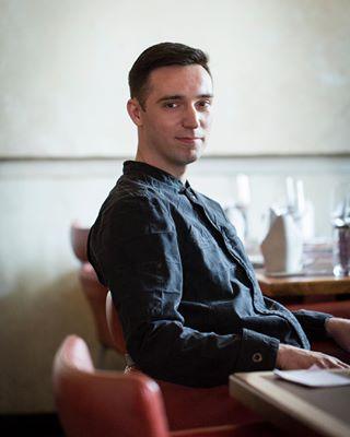 availablelight chef cologne gastro gastronomie koch kochbuch nada photography portrait portraitphotography restaurant restaurantnada smile