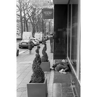 streetphotography buyfilmnotmegapixels photocinematica somewheremagazine brussels analogisnotdead paradox street avenuelouise film 50mm kodakfilm filmforever filmphotographer fisheyelemag analogphotography analog 35mm canona1 kodaktx400 filmphotography belgium argentique kodak filmisnotdead 50mm14
