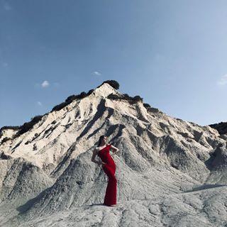 photoshoot supermodel reddress blonde sirensofcrete artfashion fashion