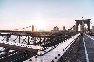 water vsco usa sunshine sunrise sonyalpha schellewaldphotography ny newyork natgeoyourshot natgeotravel manhattenbridge lights hudsonriver hudson brooklynbridge brooklyn bravogreatphoto a7 🌄