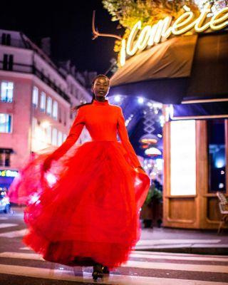 par szukamfotografa fotograf parisfashionweek2020 pfw2020 paris photographer model reddress fashionshow fashion agneswuyam