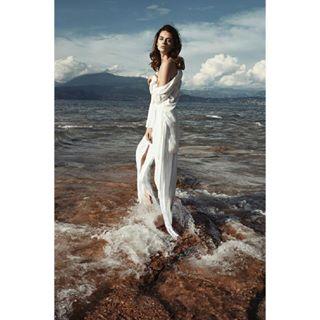 naturalbeautyfashionphoto fashionphotographer wetclothes beautyphoto katemachova naturefashionphotography waterandsun milanophotographer