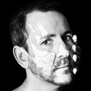 muenchen schauspielerportrait fotografm claus blackandwhite DJ portrait
