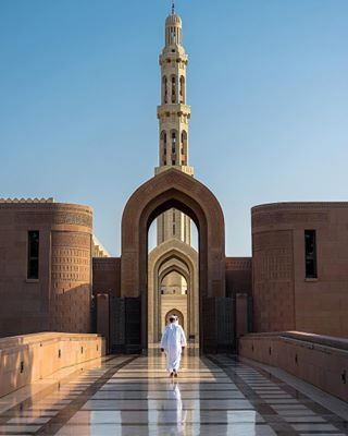 symbiosis reflection perfection oman muscat moschee mascat marmor lovetravelling kings_through grandmosque bluesky architecture