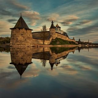 architecture bestoftheday bestphoto bestshot canon canon_official canonphoto clouds history ig_russia instarussia kremlin pskov ru russia russia_ww sky streetphoto tower water wu_russia