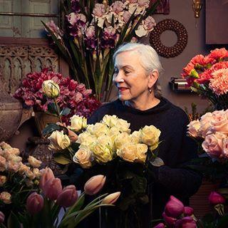 branding decoration roses corporatephotography photography nowinterwonderworld annualreport flowershop esb colorful flower portraiture rosesarered portrait inspiration