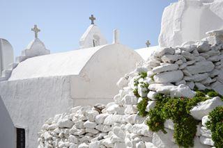 wonderfull_mykonos white paraportiani mykonos likeforlike like4like greece flowers church autumn