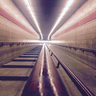 redsrtripes stepbystep oneway tunnel lights munich stripes red underground standaad