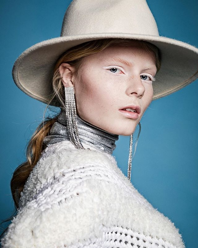 model coldasice shootingtime frozen learieke 5dmarkiv portrait fashionphotography photoshoot blue fashion narnia fashionphotographer white editorial canon