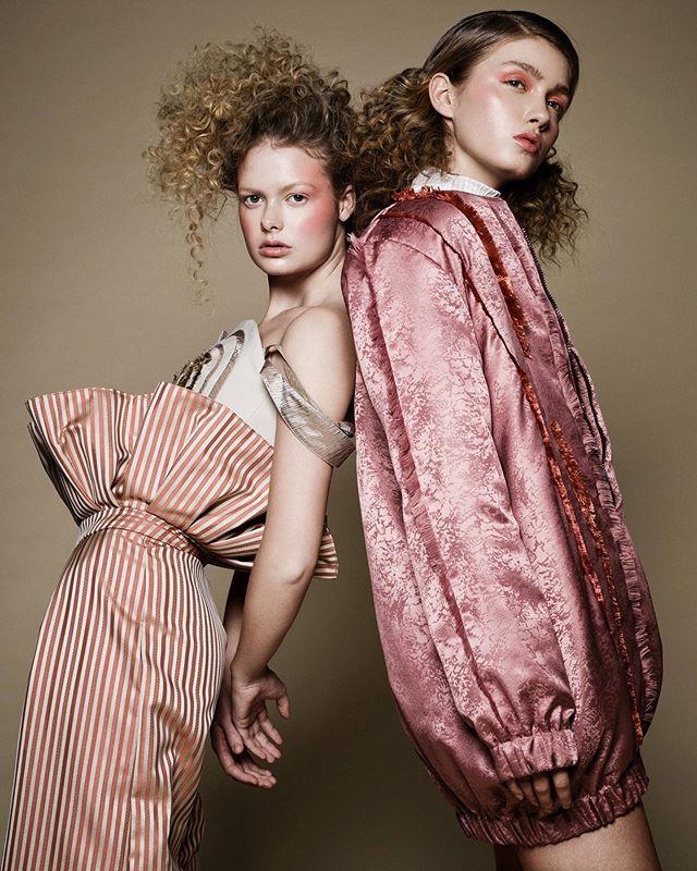 pastell fashion editorial designerclothes twomodels canon curlyhair vivid fashionphotography 5dmarkiv colors photoshoot fashionphotographer portrait learieke shootingtime studio