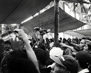 nusapenidalife wandertheworld wanderlust wonderfulindonesia themomentsnatcher streetphotography streetshots travel fujix100 fujishots urbanlife travelphotography travelshots amazingindonesia traveltheworld roosterfight urbanimages urbanshots minglewiththecrowds streetphotographers