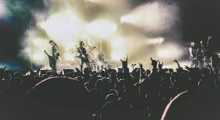 musicindustry metalhead bandphotography musicvenue concertphotography musicscene lightroompresets pittsburghphotography photographersofinstagram nikond7000 tearsdontfall wideanglelens bulletformyvalentine nikcollection artistsofinstagram stageae alternative musicphotography crowdshot tamron