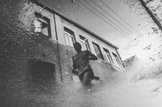 reflection streetphotography bw run street pinkrun blackandwhite runner theprintswap