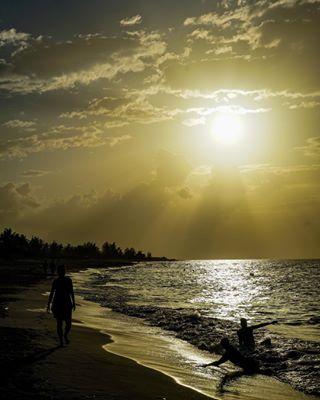 naplemente vibe pictureoftheday cuba photography travelblogger sea momentslikethese caribbean sunset_pics travelinspo silhouette vacation ikozosseg summer globetrotter holiday instahun magyarfotosok mik sonya7 beach mood inspiration sunset travelphotography