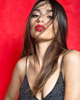 fashiondesigner makeupartist studiophotography fashionmagazine malta harperbazaar beautymagazine london longhair portriture usa styleblogger nikon beautyshots cosmo voguebeauty red