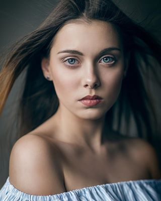sensual windowlight beauty portrait blueeyes портрет naturallight девушка девочка lips girl