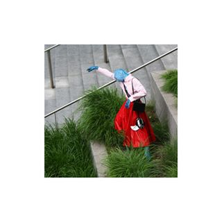 fullpower power bluewoman citypark alien blueskin redgirl reddress powerfulwomen greengrass