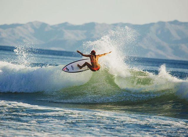 travelphotography workation surfing sanjuansurf surfnica sportsphotography surfergirl splash nicaragua surfphotography roxy caligirl tamron150600mm