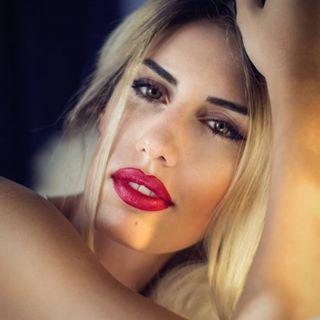 fashion portrait magazine reflection ilma photography beautiful lips portraits_mf red photooftheday lip highend eyes sz blonde light getpublished ilmasz gold