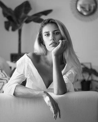 blackandwhitephotography lifestyle portraits_mf home portraitphotography beauty portrait interiordesign fashion women decor models powerful