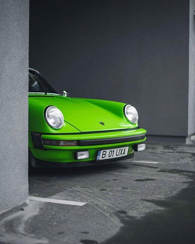 911 green porsche show sport targa