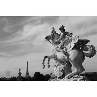 bw eiffeltower france statue vscophile blackandwhite netflix horse sky vsco clouds paris europe grammasters3 vscocam
