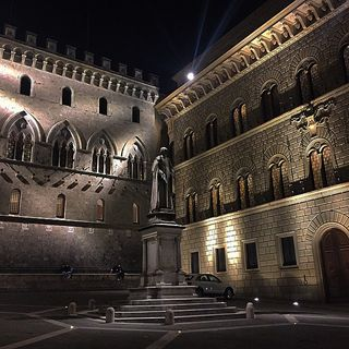 streetbwcolor_2016_10 loves_world jj ampt_community architecture streetbwcolor shadows siena toscana nothingisordinary igers_italy igers_italia picoftheday