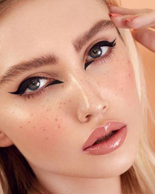 lifeofaretoucher glowingskin frecklesmakeup dodgeandburn beautyretouch highendretouching