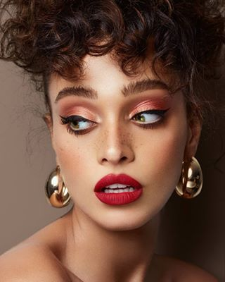 liptattoo beautyretouch postproduction curlyhair highendretouching beautyeditorial greeneyesmakeup lifeofaretoucher dewyskin wacom skinretouching