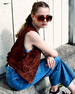 instagood streetstyle blue throwback 80s vsco fashion model colours personality wall photography girl modern vintage punk gray chill shirt explore zara green hair bershka brown 90s denim abandoned outfit