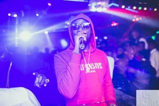 sunglasses nikond850 sigma35mmart photoshoot mc crowd red rapper mic nightclub cool
