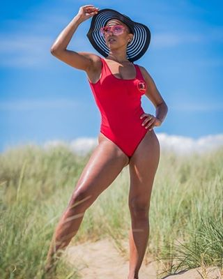 sexymodel photoshoot summer sigma85mmart hot posing beach bluesky nikond850 damn sexy body red