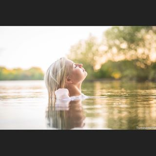 wet water sunset sigma85mmart photoshoot nikond850 nature lake girl blonde