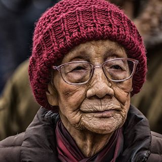 streetportrait streetsofmanchester streetshot colour manchesterstreetphotography oldbeauty oldfaces graceful chinatown oldwoman oldage oldlady chinatownmanchester oldisgold portraitofelderly oldandsad asianwoman womanportrait ageing oldandwise