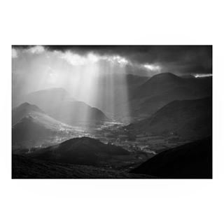 rayoflight mountainlife sky cloud landscapephotography valley snow snowfall ice mountain goldenhour mountains blackandwhite snowflakes mountainlovers lakedistrict instablackandwhite mountaintop blackandwhitephotography landscape rayofsunshine
