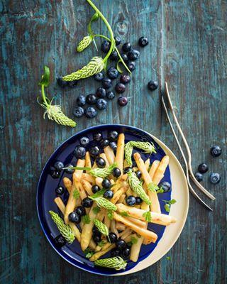 asparagus barbeque blu blue blueberries food foodie foodphotography foodstyling instafood recipes studiokiba sumertime summerfood tasty teufelskralle wildplants yummi zurich