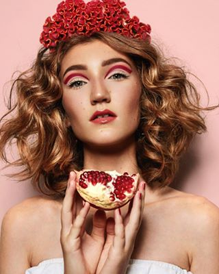 beauty beautyphotography canon curlyhair fruits granatapfel hairproducts healthy ilovemyjob instalike makeup makeupartist model photographerslife photography picoftheday pomegranate retouching shot skin stuttgart younggirl