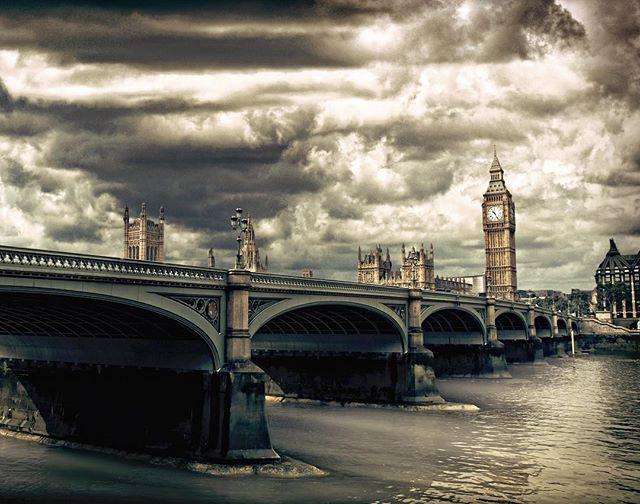 adobe bigben clouds darksky igersitalia igerslondon igersmilano igersuk london nikon nikonitalia photoshop postprocessing river tamigi thames travelblogger travelgram travelphotography uk westminsterbridge