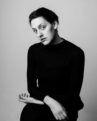 artistportrait blackandwhite evagiolo hands mikomikostudio portrait studiophotography